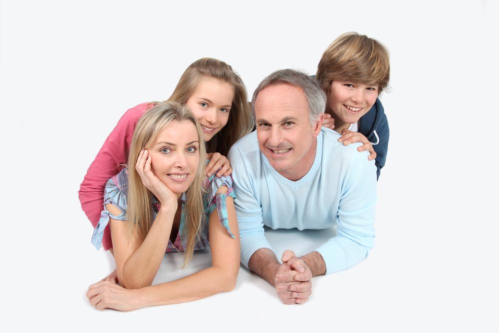 счастливая семья с детьми