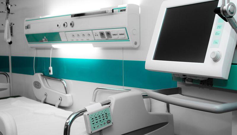 Современные медицинские кровати и прикроватные мониторы