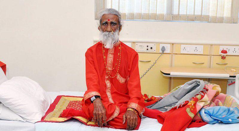 Индийский йог Прахлад Джани обходится без еды и питья