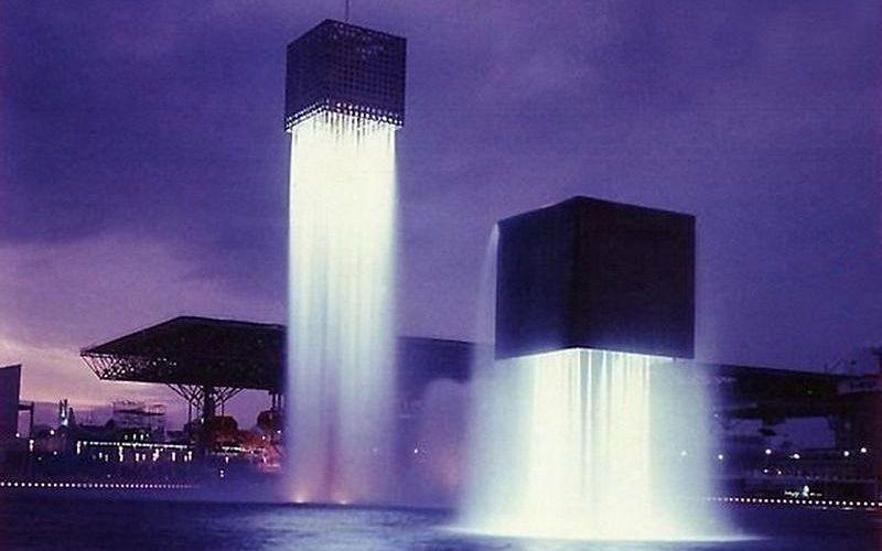 Парящие кубы на пруду Мечты
