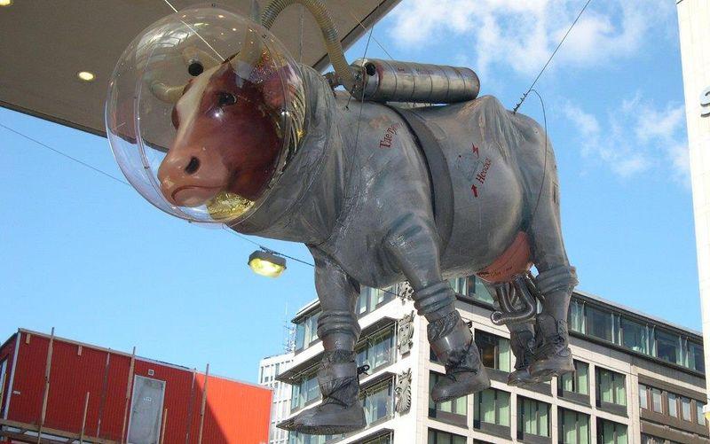 Памятник корове в Стокгольме