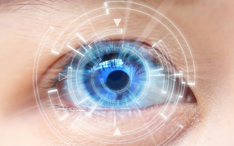 Цифровые контактные линзы