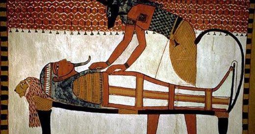 Бальзамирование египетским жрецом