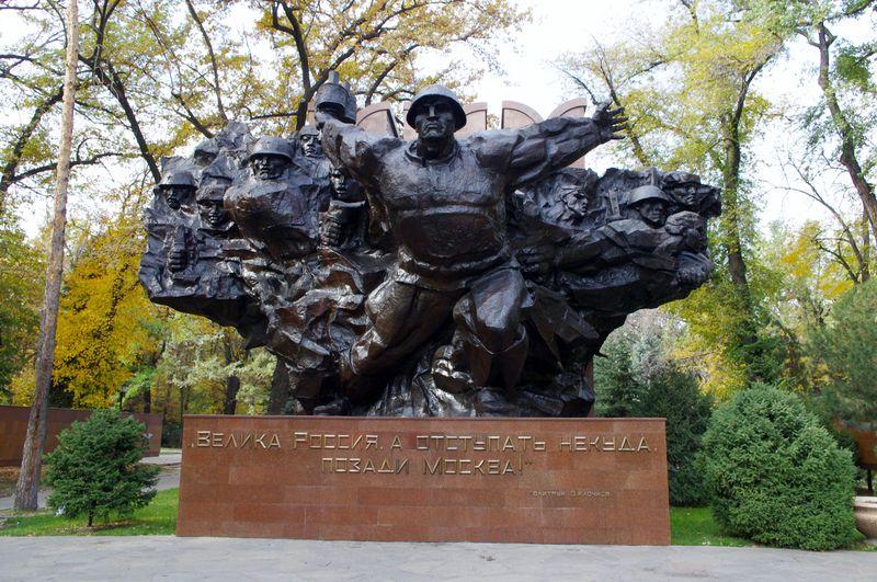 Монумент 28 гвардейцам-панфиловцам. Алматы, 23 февраля 2010 года.