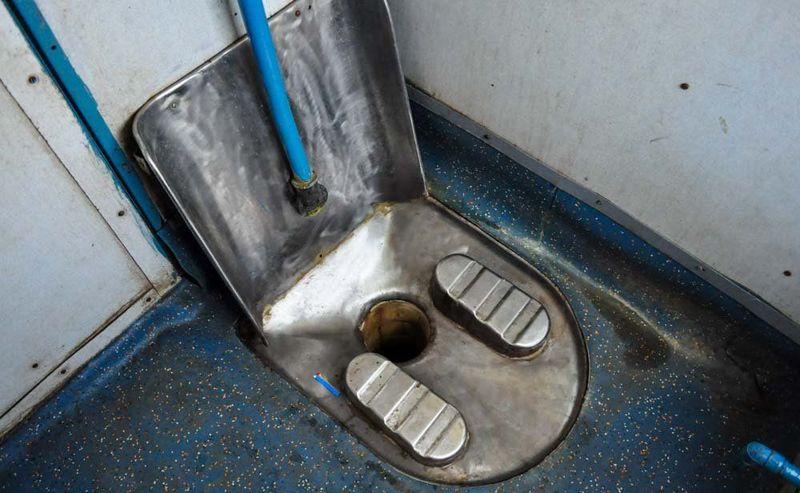 Туалет в индийском поезде