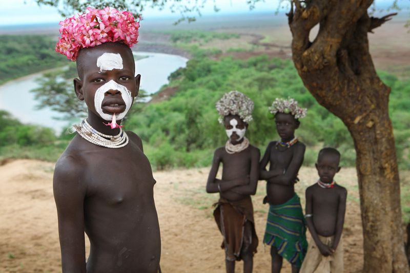 Подростки из племени Каро