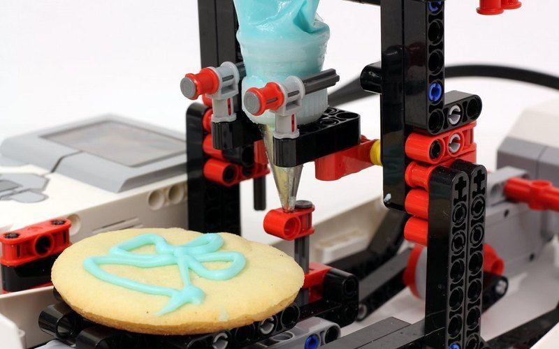Автоматизированный кондитерский принтер (лего)