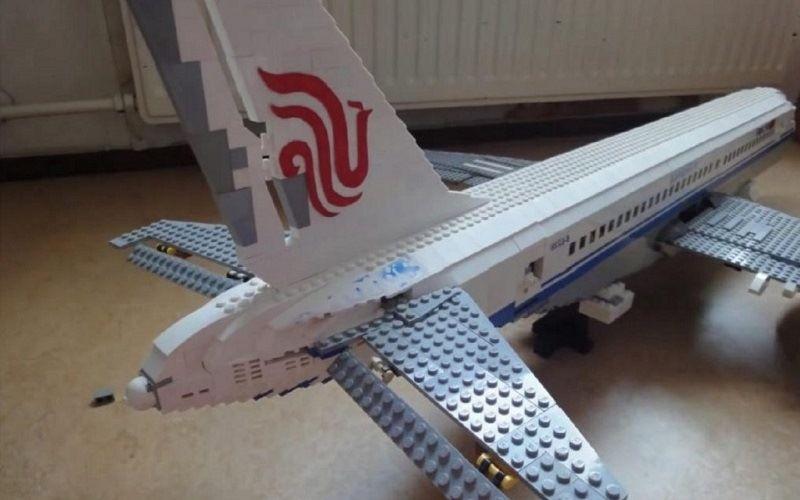 Пассажирский самолет Аirbus A380 (лего)