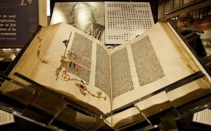 Первая печатная книга – библия Гуттенберга