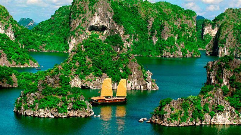 Вьетнамская бухта Халонг