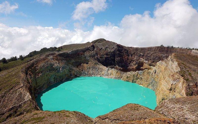 Долина вулкана Келимуту