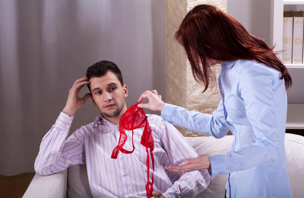 Жена находит доказательство измены мужа