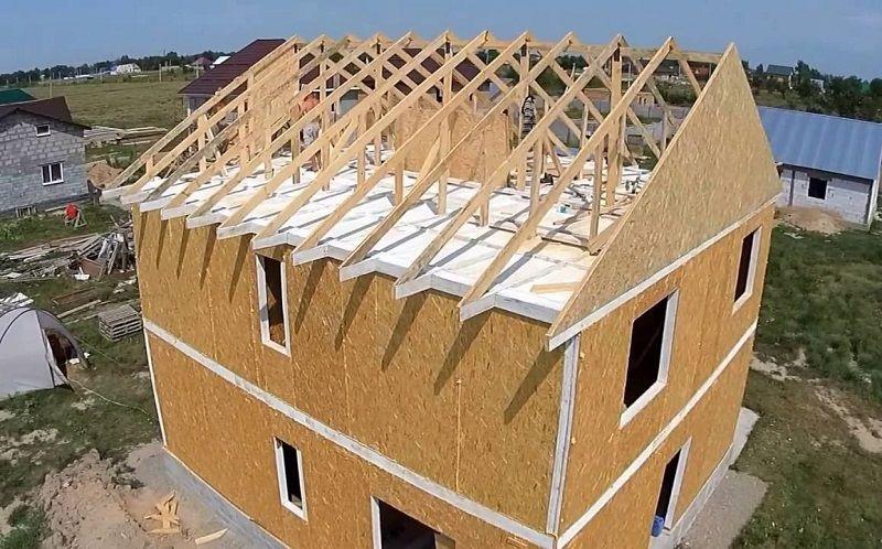 Сборка крыши дома из СИП панелей