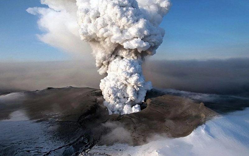 Активный вулкан Жупановский