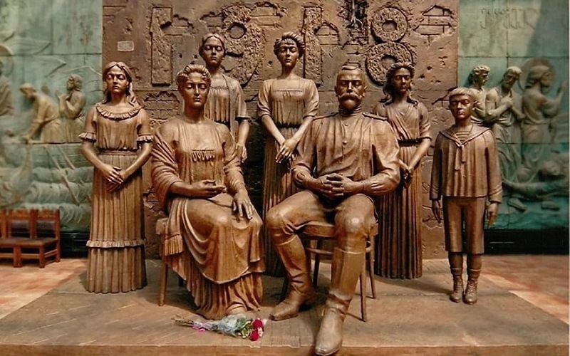 Памятный монумент царской семьи