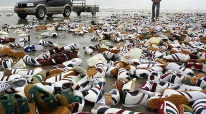 Кроссовки, выброшенные на берег