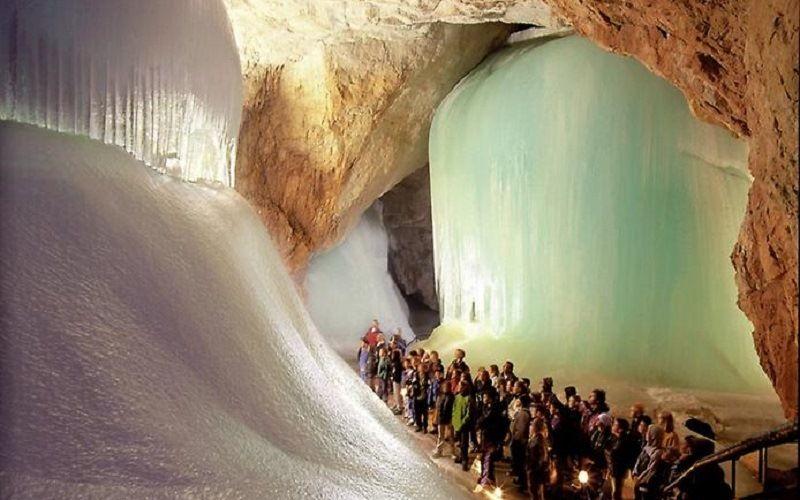 Ледяные пещеры Эйсрайзенвельт