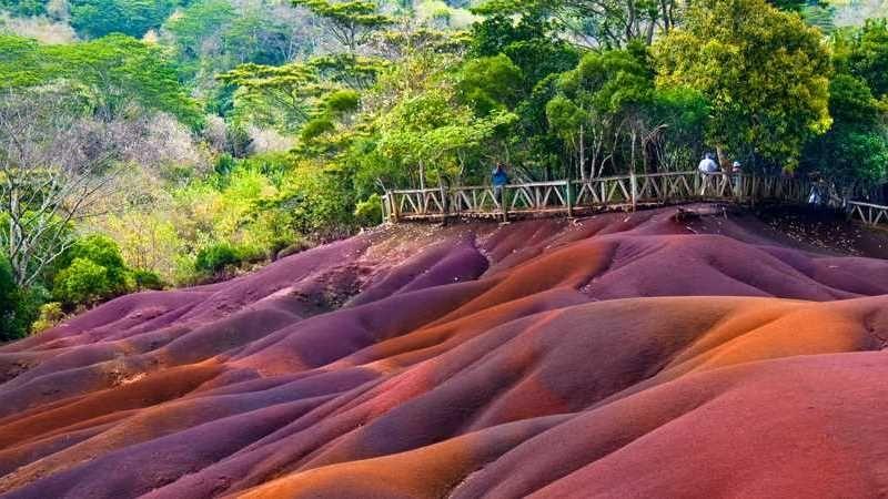 Разноцветные песчаные дюны Маврикии