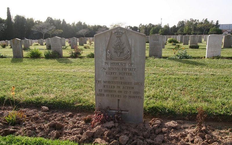Надгробье могилы Гарри Поттера