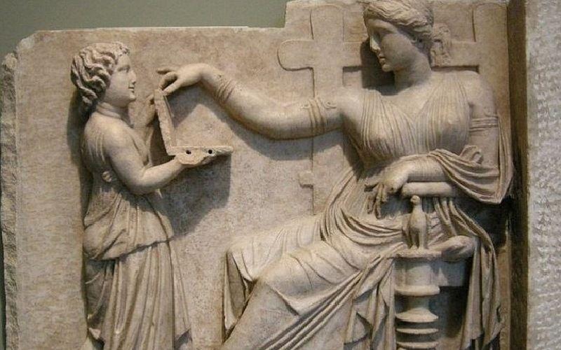 Древнегреческий ноутбук на барельефе