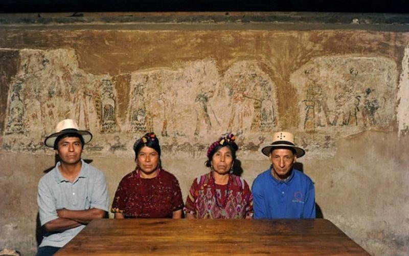 Рисунки древних народов майя в жилом доме