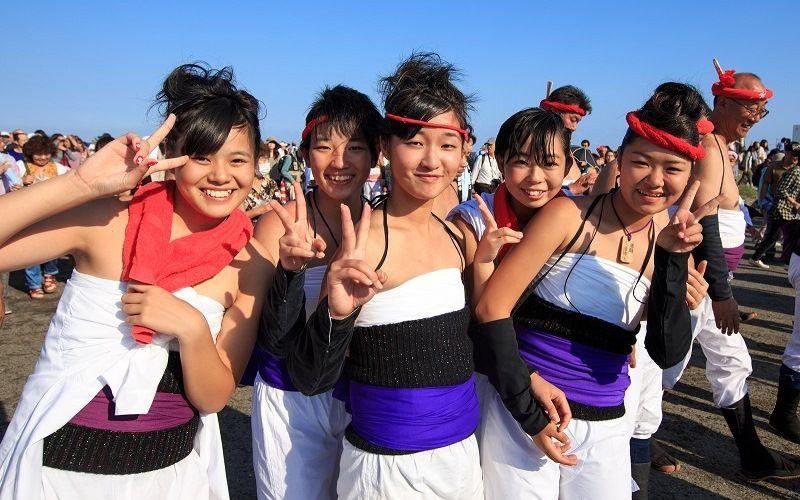 Девушки на празднике Хадака Мацури