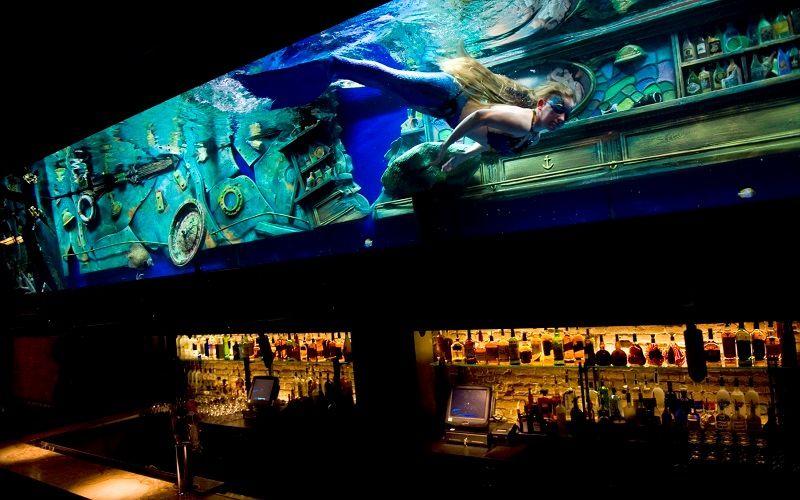 Ночной клуб с русалками в Сакраменто (США)