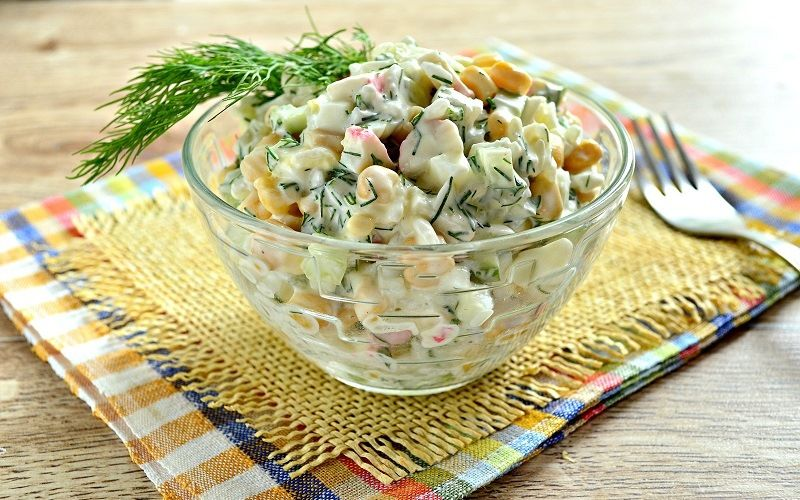 Необычный салат с крабовыми палочками