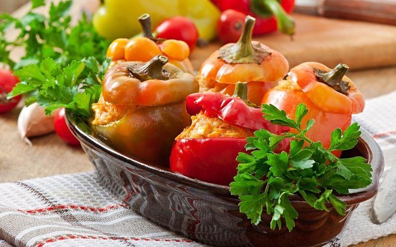 Запеченные перцы с салатом
