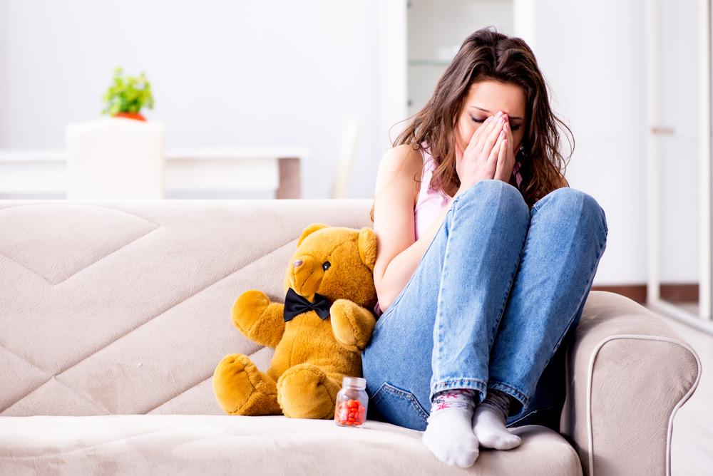 девушка страдает от несчастной любви