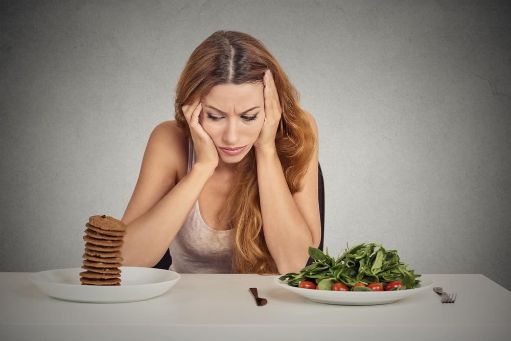 женщина устала от диеты для похудения