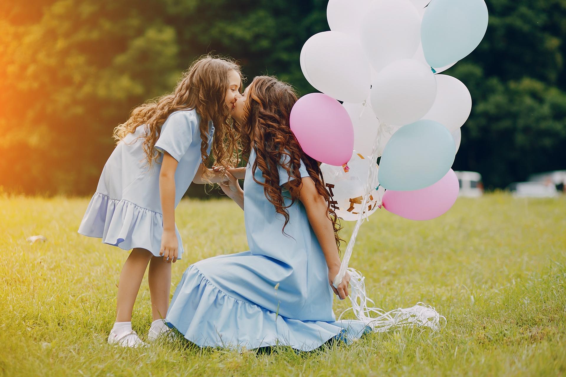 мама с дочкой счастливы