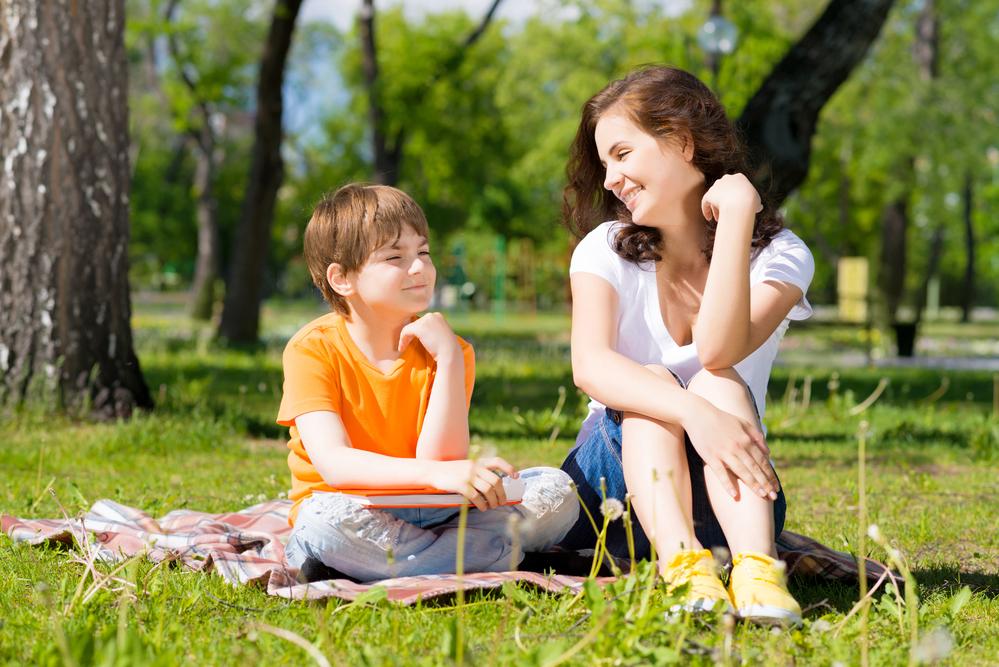 мать с ребенком в парке