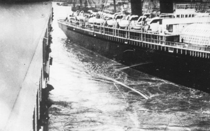Collision of a train with a ship