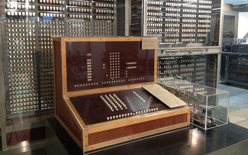 Первый программируемый компьютер 1943 год