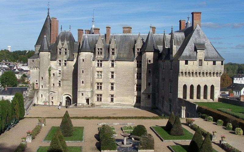 Королевский замок Лош, Франция