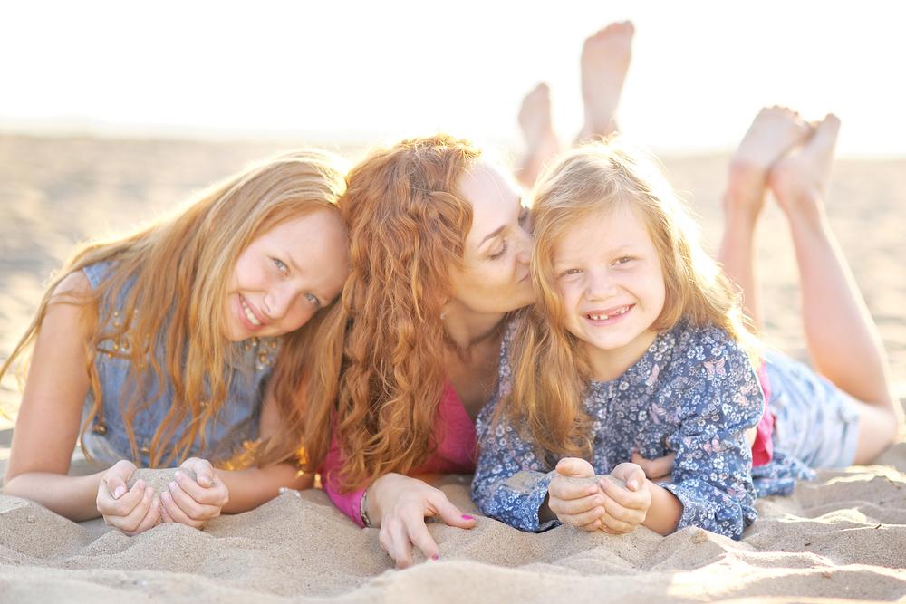мать и ее две дочери