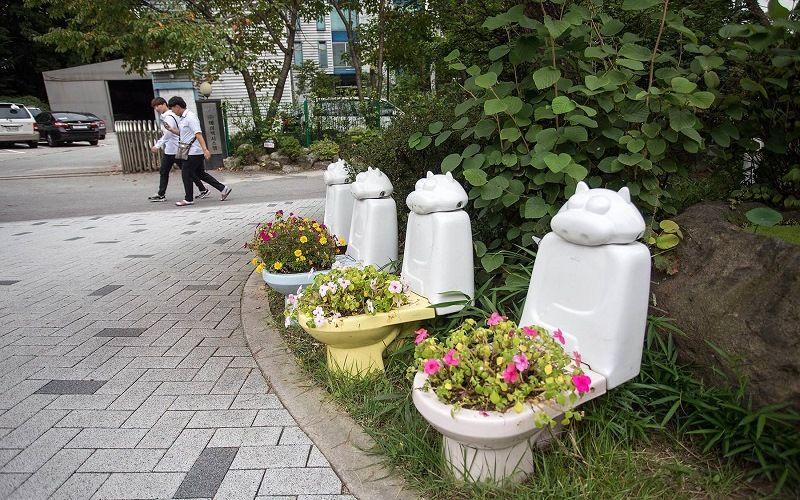 Парк, посвященный туалетной теме в городе Сувон