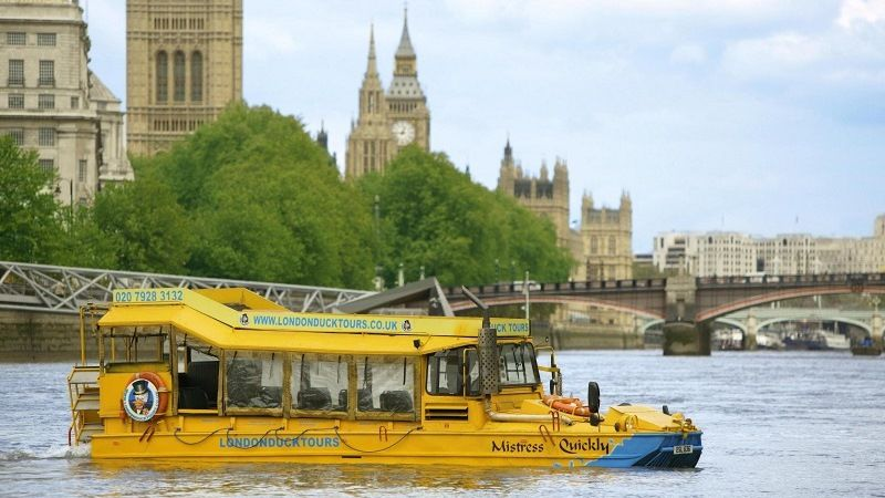 Амфибия DUKW на реке Темза