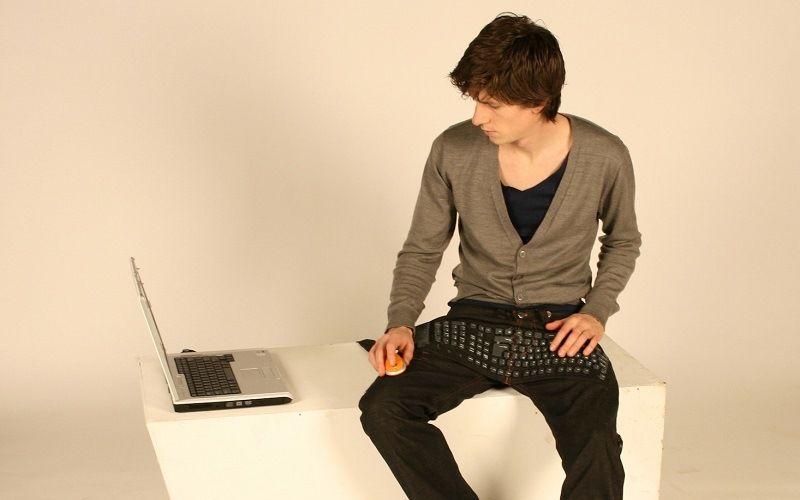 Штаны с клавиатурой