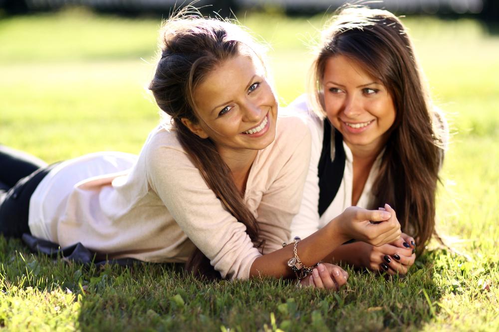 сестры близнецы