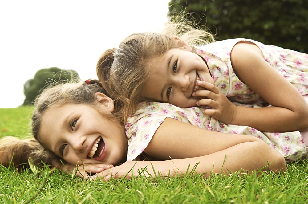 две сестры в детстве