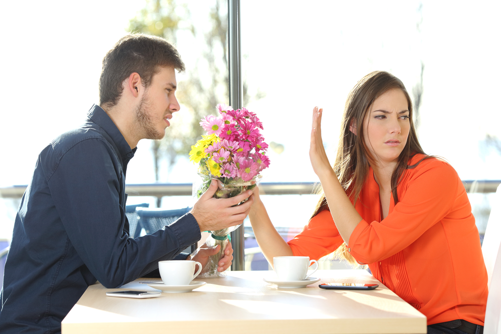 девушка не прощает молодого человека