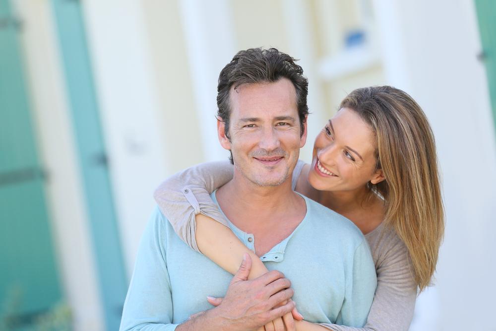 красивая женщина с мужчиной