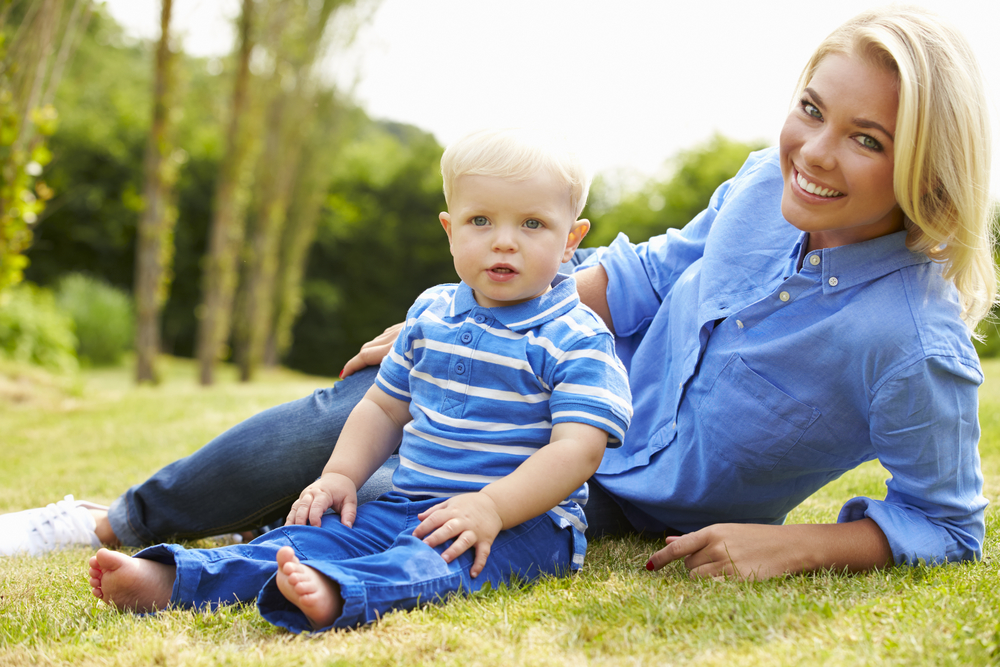 маленький сын и его мама
