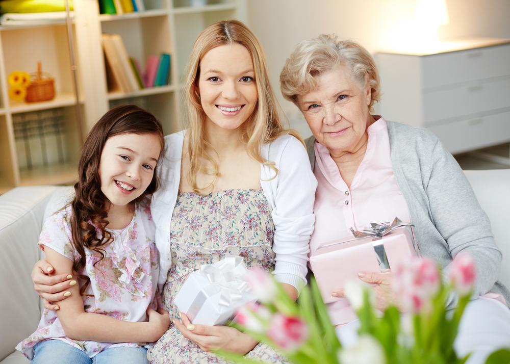 мама с дочкой и внучкой
