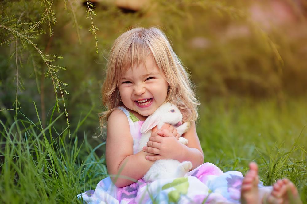 счастливая маленькая девочка