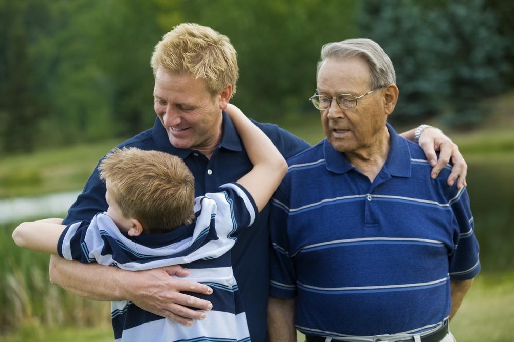 три поколения мужчин вместе
