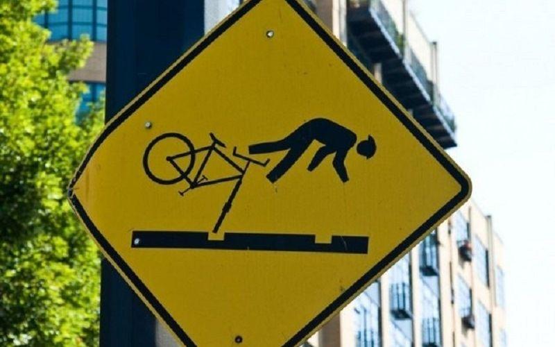 """Дорожный знак """"Падающий велосипедист"""""""