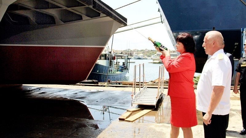 Champagne on a boron ship when launching